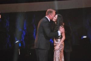 Demi Moore blir kysst i Globen